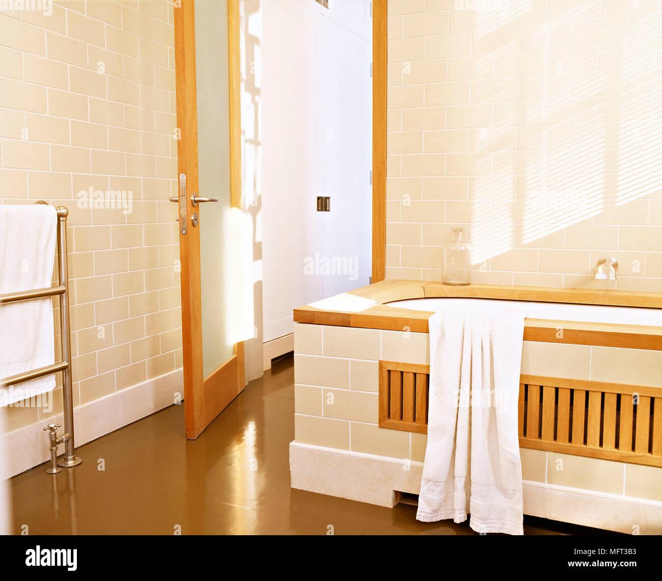 Detalle De Bano Neutros Modernos Banos Interiores Bano Alicatado - Baos-con-azulejos-modernos