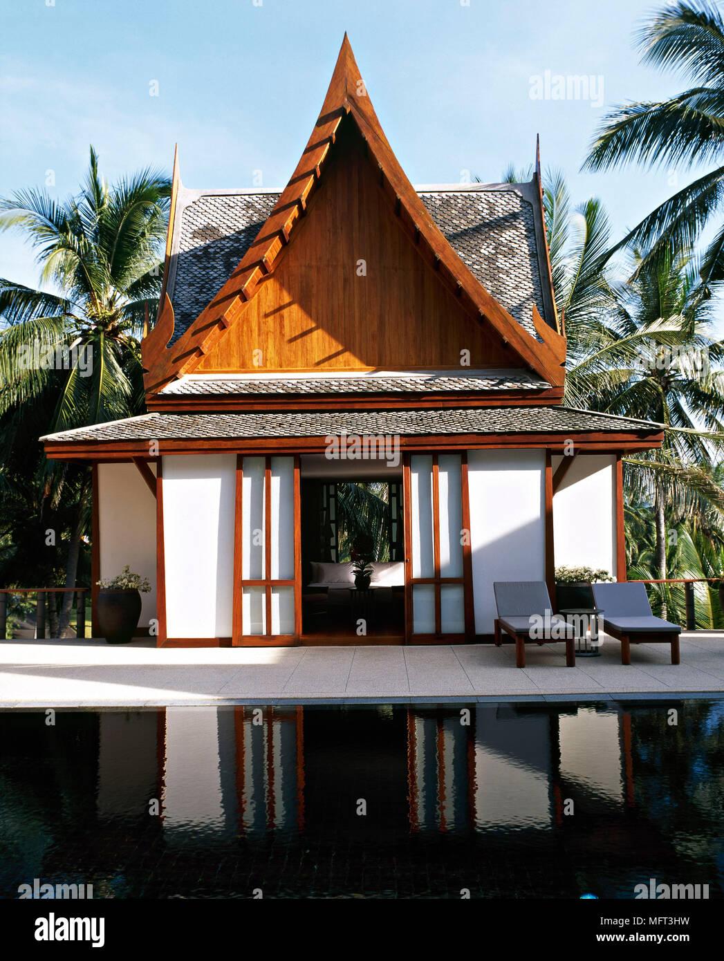 El Exterior Del Hotel Tailandés Terraza Tumbonas Piscina