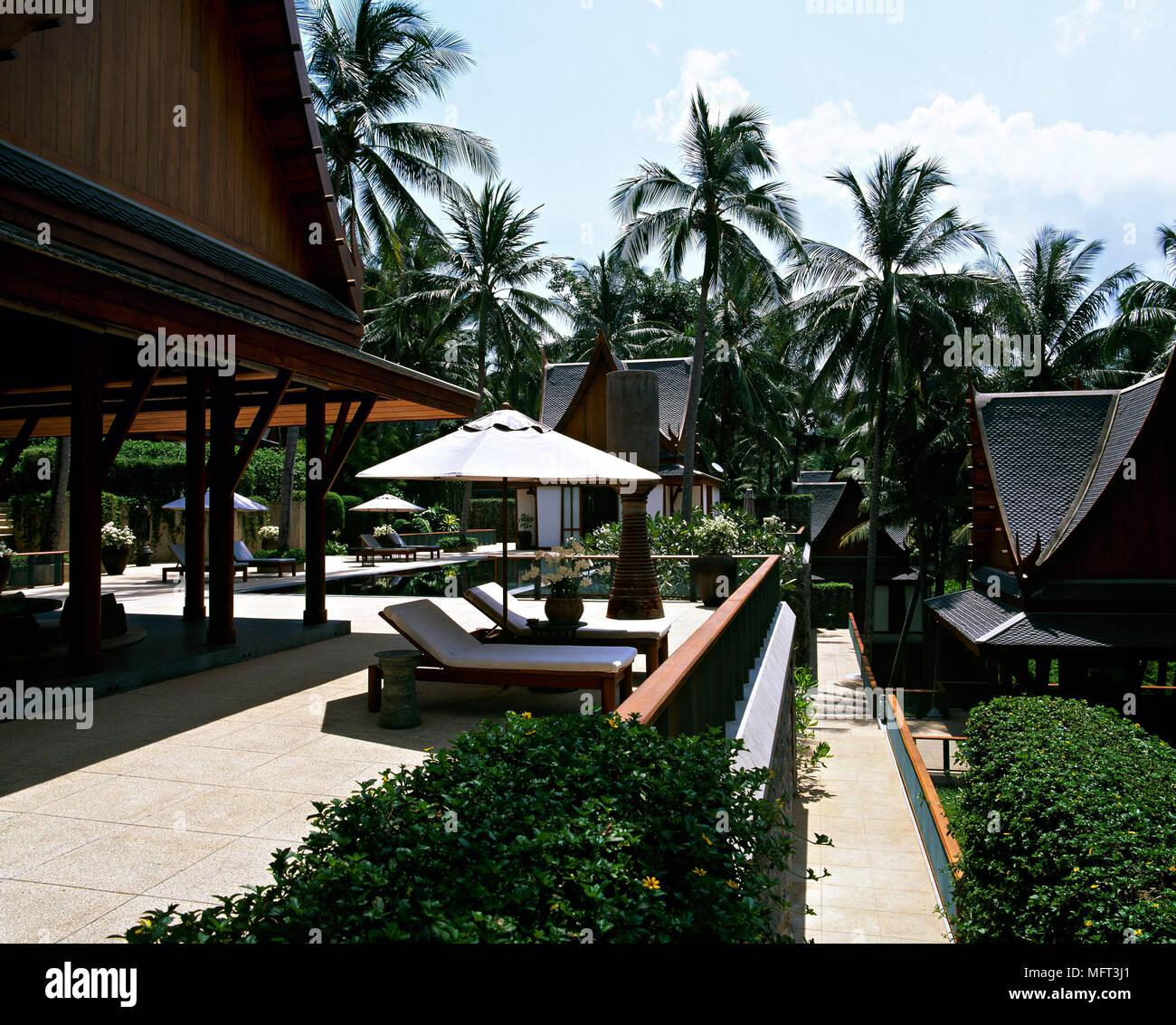 El Exterior Del Hotel Tailandés Villas Privadas Tumbonas