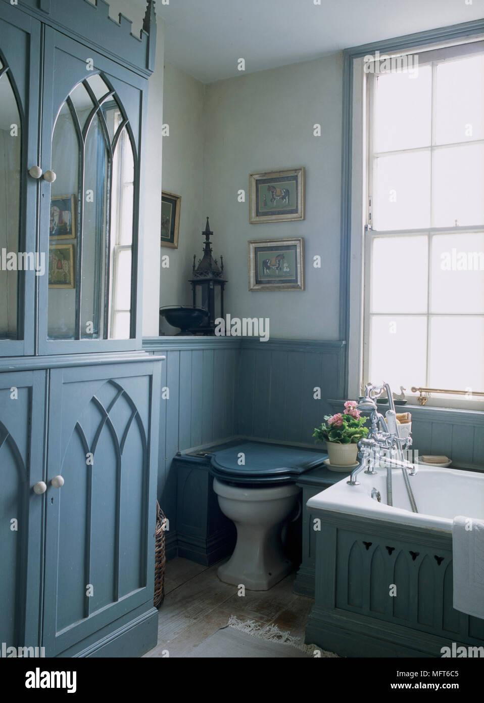 Un detalle de un país tradicional, baño Azul, pintado de estilo ...