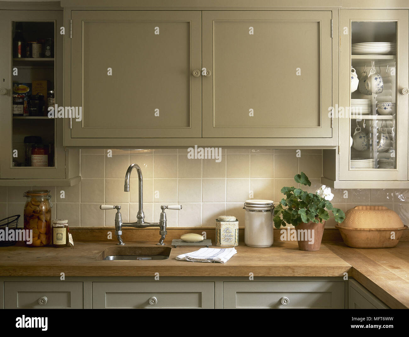 Interiors Traditional Green Kitchens Imágenes De Stock & Interiors ...
