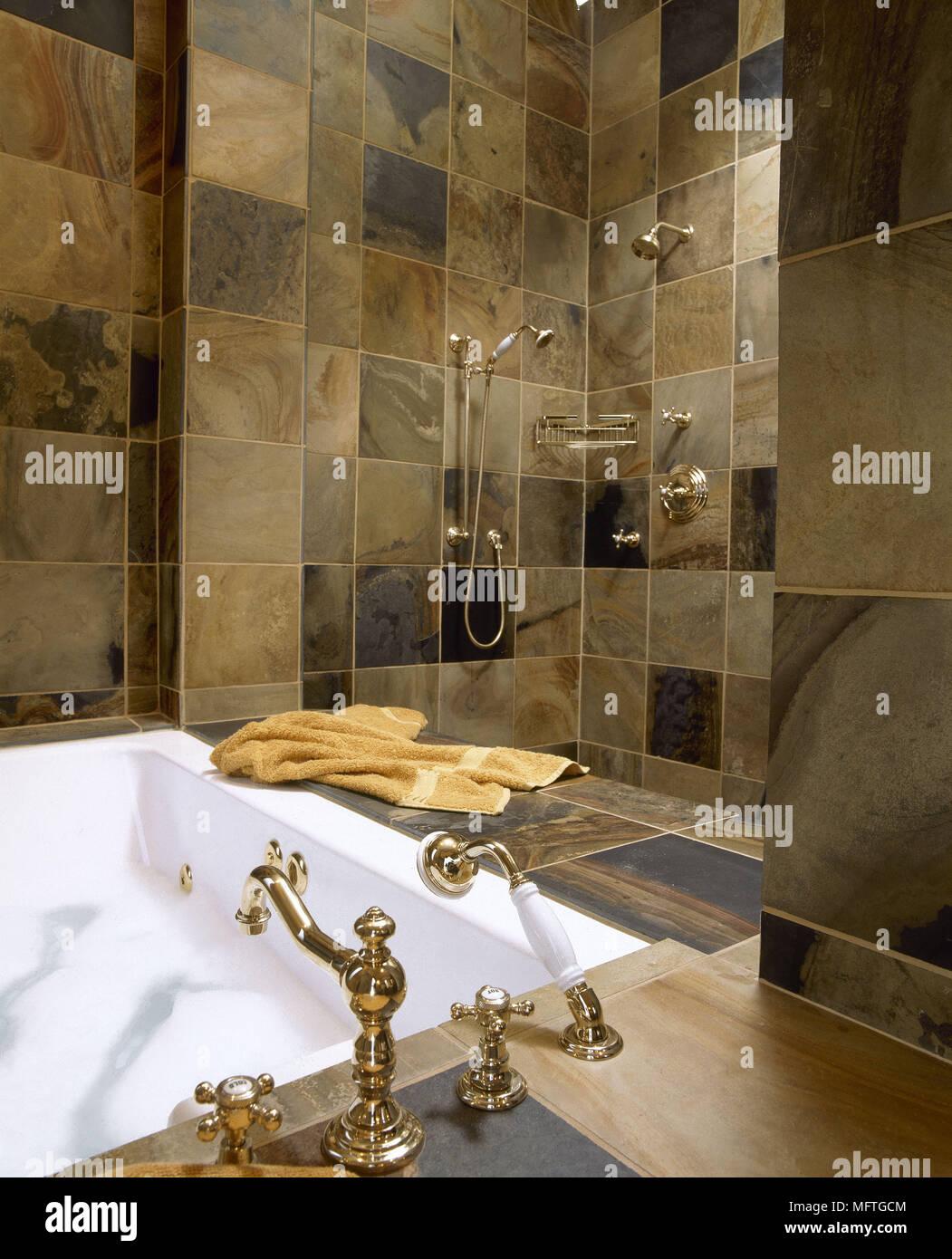 Baldosas de gres detalle ba o tradicional zona de ducha de ba o grifos de oro ba os interiores - Baldosas de bano ...