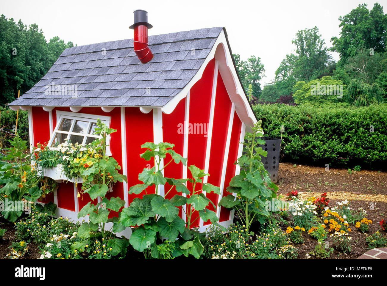 Casa Con Juegos Infantiles Y Helainthus Tropaeolum Majus Foto - Casa-de-juegos-infantiles