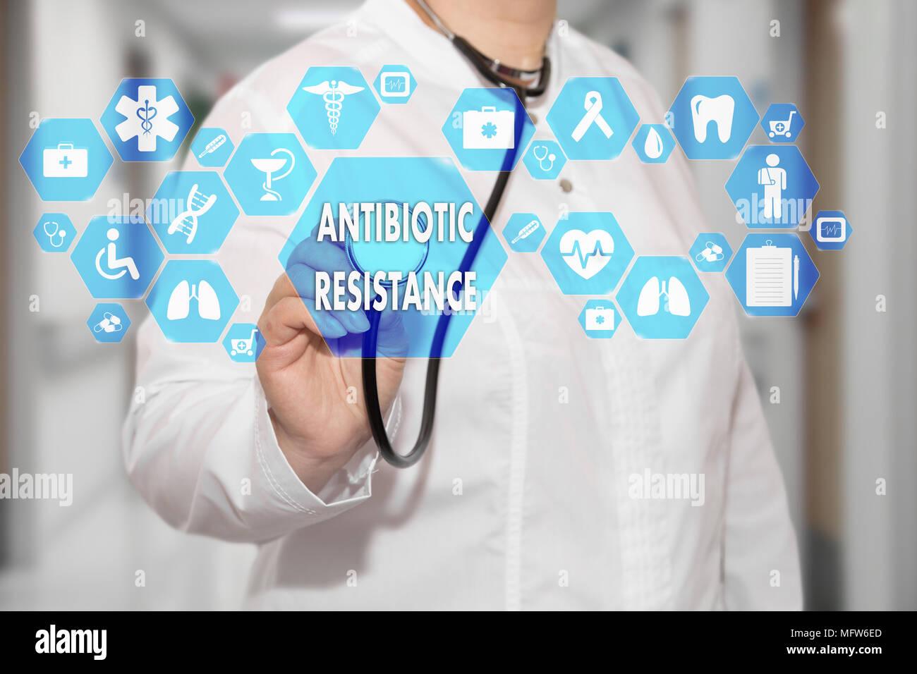 Doctor en medicina y la resistencia a los antibióticos palabras en conexión de red médica en el hospital virtual en la pantalla de fondo.La tecnología y la medicina conc Foto de stock