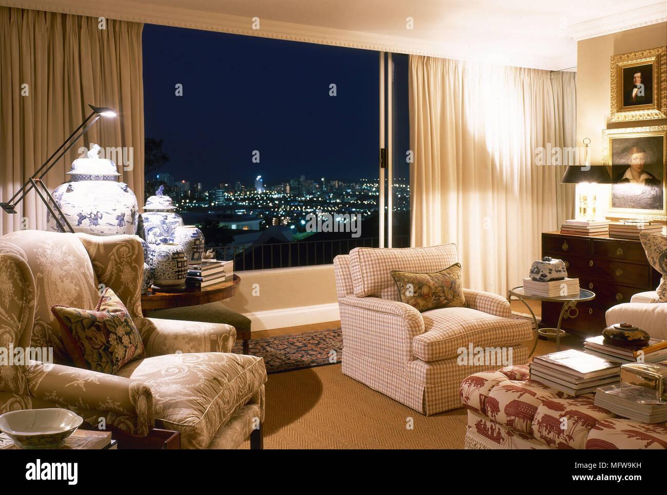 Sal n tradicionales sillones tapizados cortinas interiores habitaciones modernos apartamentos - Sillones tapizados modernos ...
