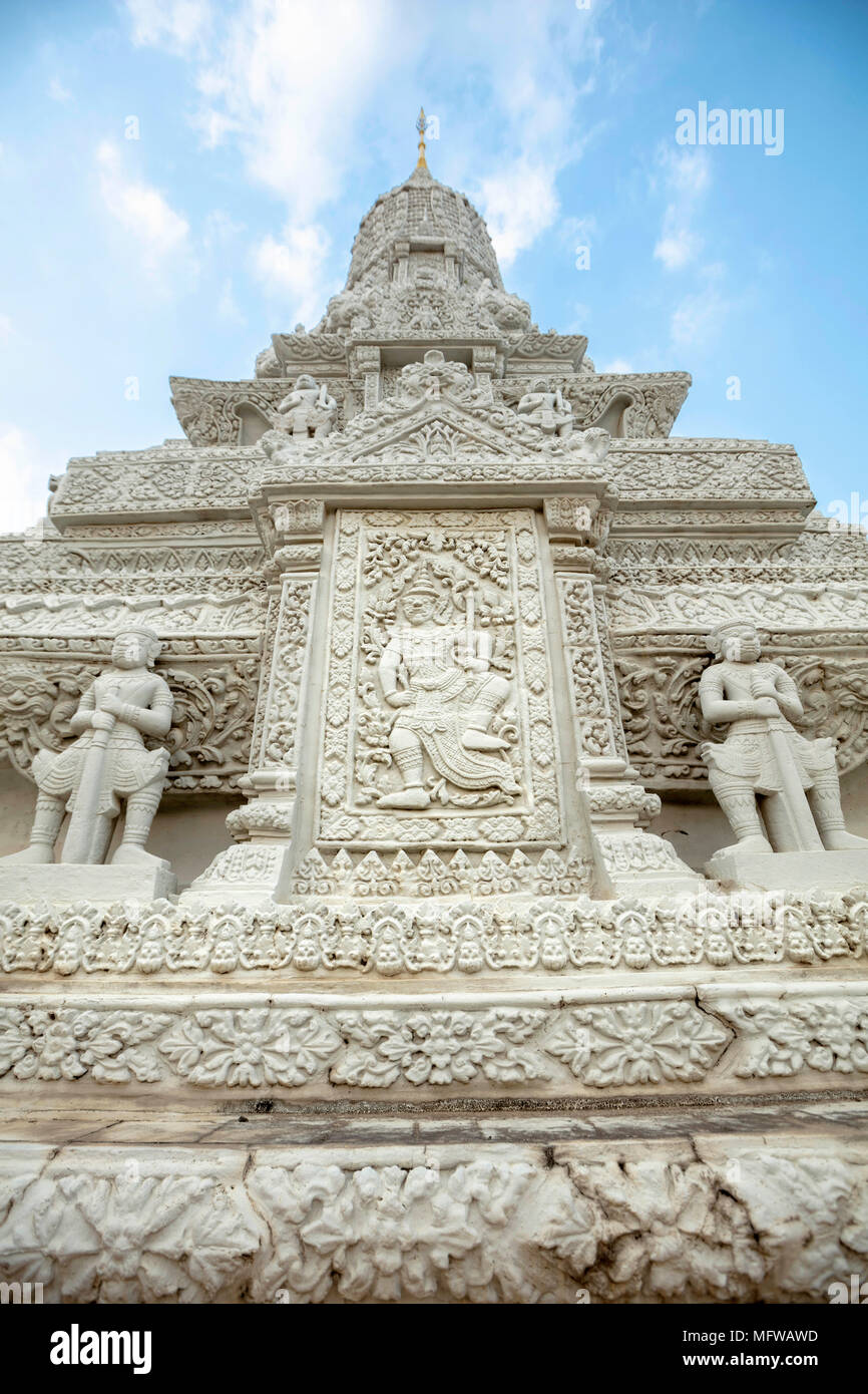 La Pagoda de Plata Stupa (Chedi) en el Palacio Real en Phnom Penh, Camboya Imagen De Stock