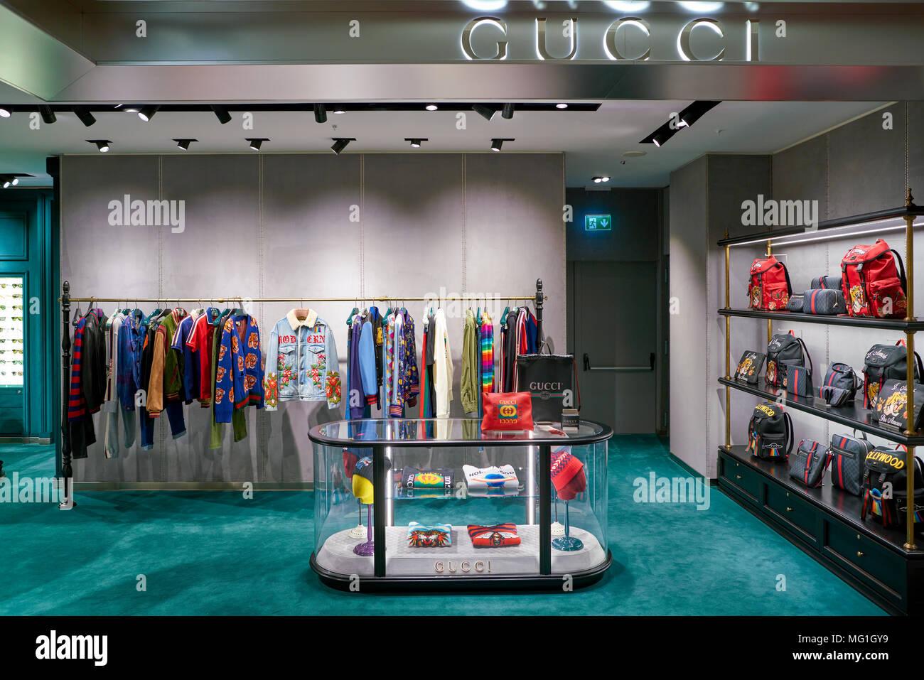 Gucci Shop Imágenes De Stock   Gucci Shop Fotos De Stock - Página 6 ... 7a5454a6c27