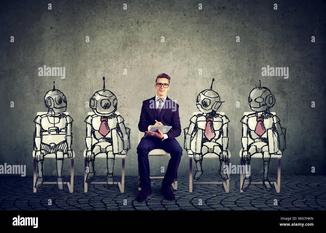 Concepto de Robots vs humanos. Empresa solicitante de empleo compitiendo con inteligencia artificial Foto de stock