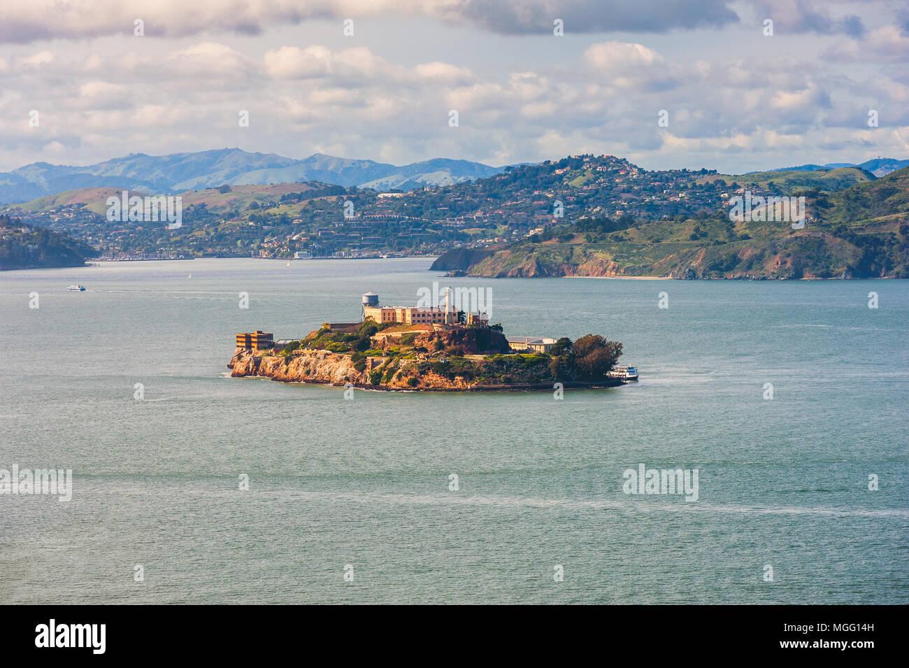 La Isla de Alcatraz, en la Bahía de San Francisco, a 1,25 millas de la costa de San Francisco, California, EE.UU. Foto de stock