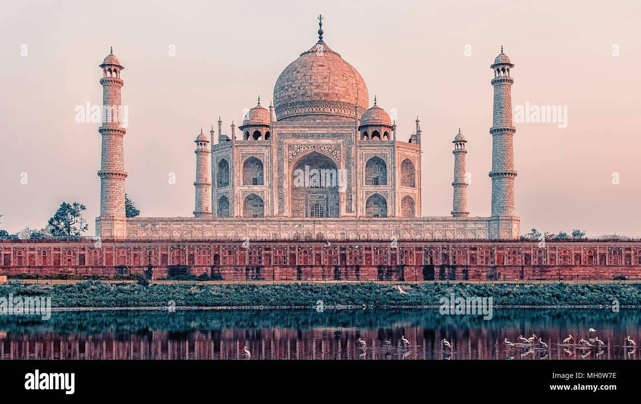 Atardecer en el Taj Mahal, en Agra, India Imagen De Stock