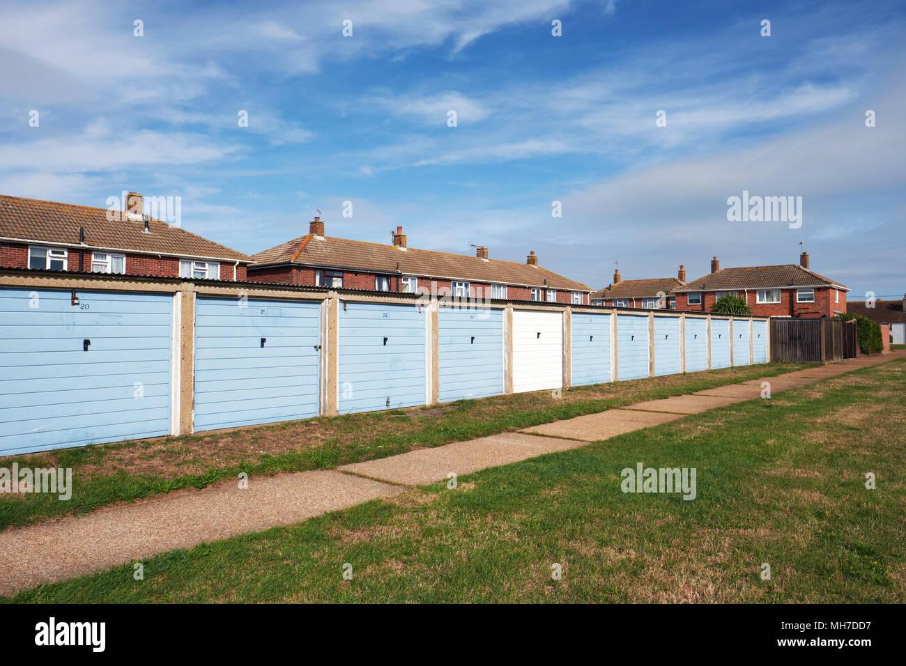 Garajes y casas en Lydd Sussex, Inglaterra, Reino Unido. Imagen De Stock