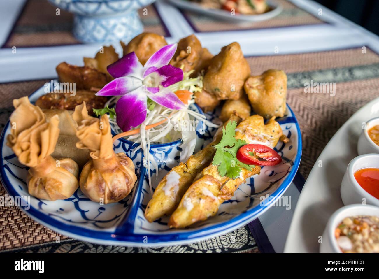 La comida tailandesa en un restaurante Imagen De Stock