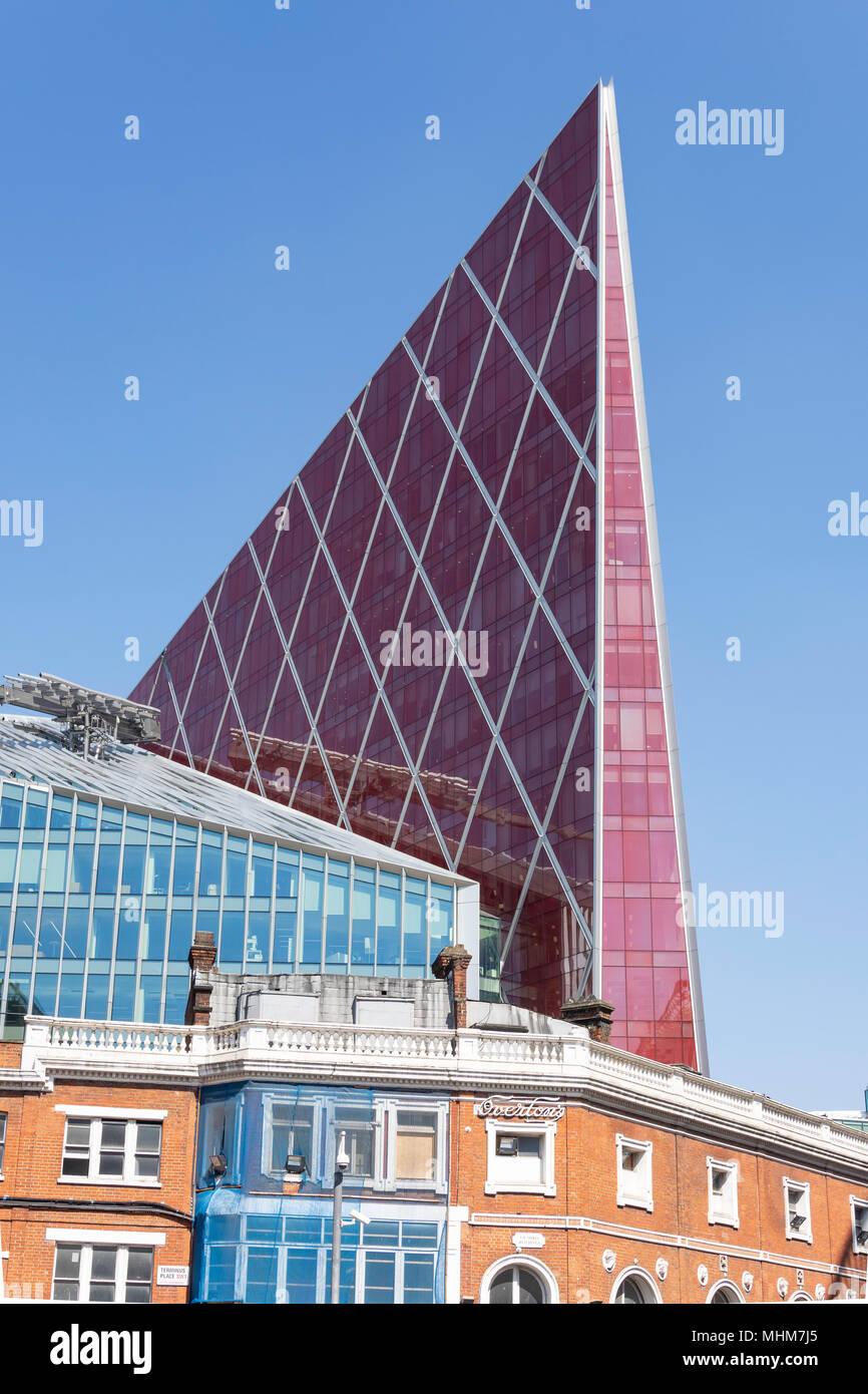 Arquitectura moderna y antigua, La Calle Victoria, Victoria, la ciudad de Westminster, Greater London, England, Reino Unido Imagen De Stock