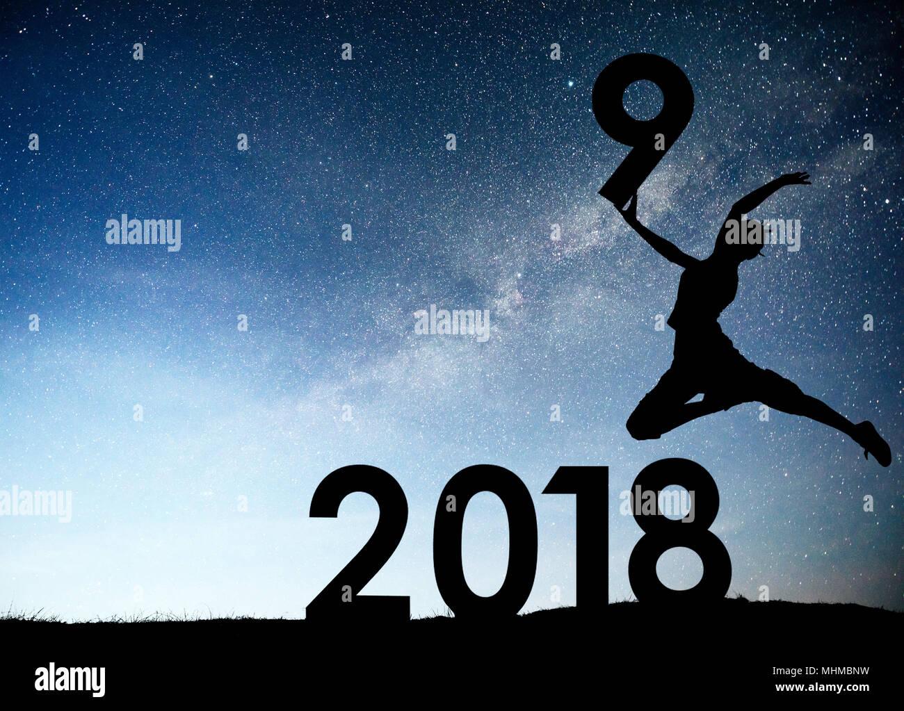 50b48f45e11f Silueta joven. Feliz año nuevo 2019. Antecedentes de la galaxia de ...