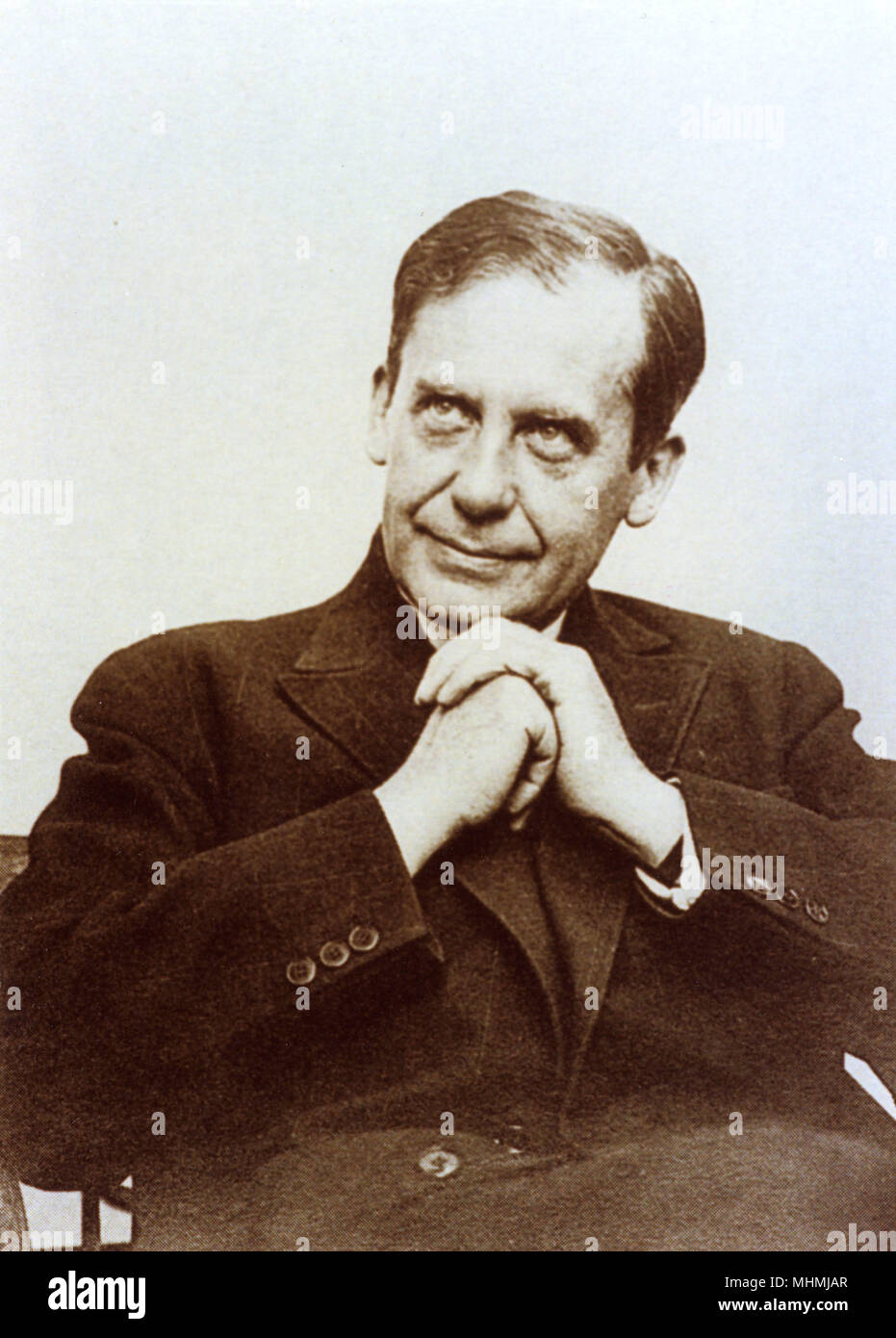 WALTER (Adolfo) GROPIUS arquitecto alemán responsable de la formación del estilo Bauhaus. Trabajó en Londres (1934-7); profesor de arquitectura, Harvard (1937-52) Fecha: 1883 - 1969 Foto de stock