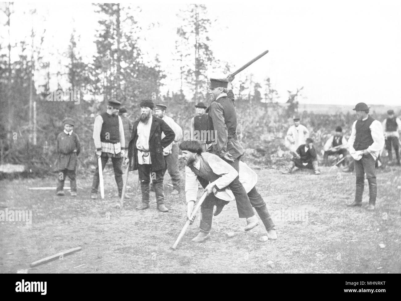 Finlandia. El juego Kyykka; similar a 1900 ninepins antigua imagen de impresión Imagen De Stock