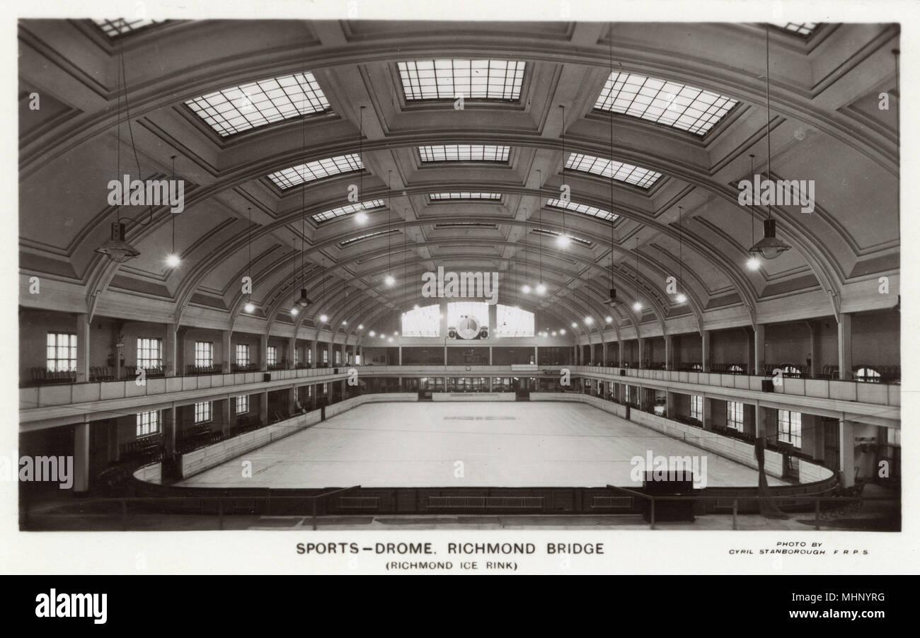 Vista interior, Deportes Drome, pista de patinaje sobre hielo, Richmond, Surrey Richmond Bridge (SW) de Londres. Fecha: circa 1930 Imagen De Stock