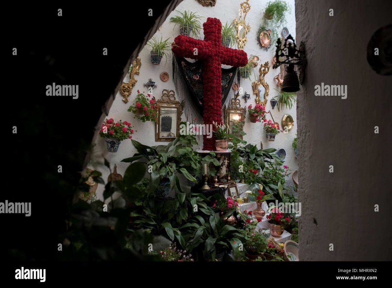 El Altar Está Decorado Con Una Cruz En La Terraza Del