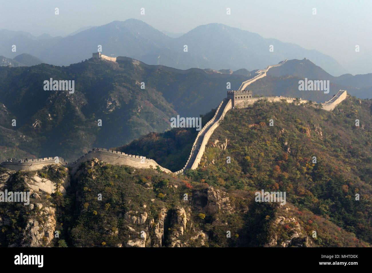Gran Muralla sobre las montañas. Foto de stock