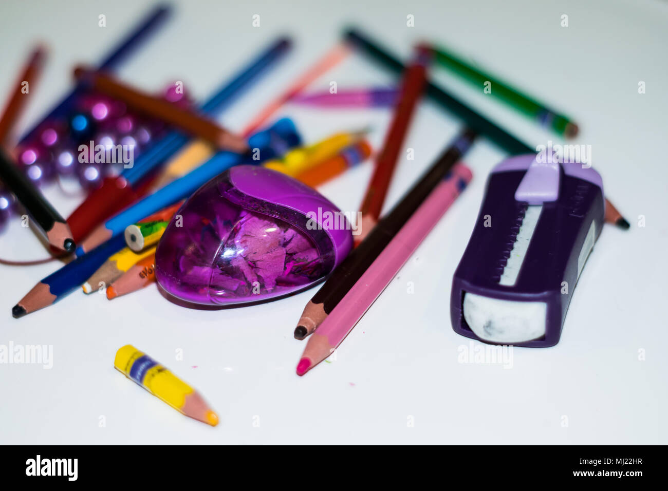 Los niños materiales escolares, lápices, gomas de primer grado Imagen De Stock