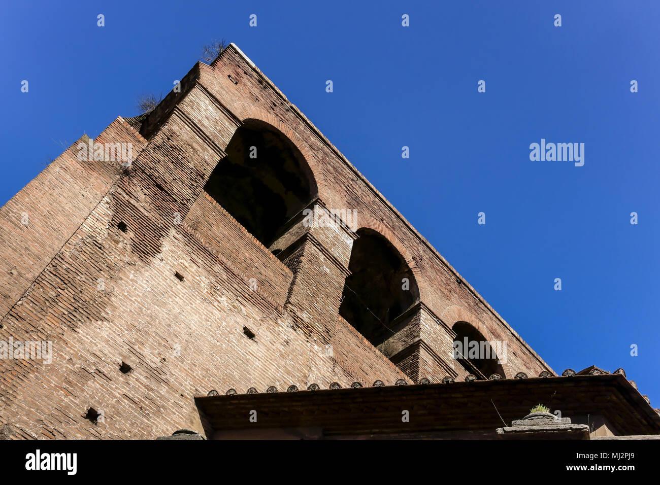 Muralla Aureliana (Mura Aureliane), la antigua Roma las murallas de la ciudad, construida por el emperador Aureliano en el siglo III AD. La herencia del Imperio Romano. Roma, Lacio, Italia. Imagen De Stock
