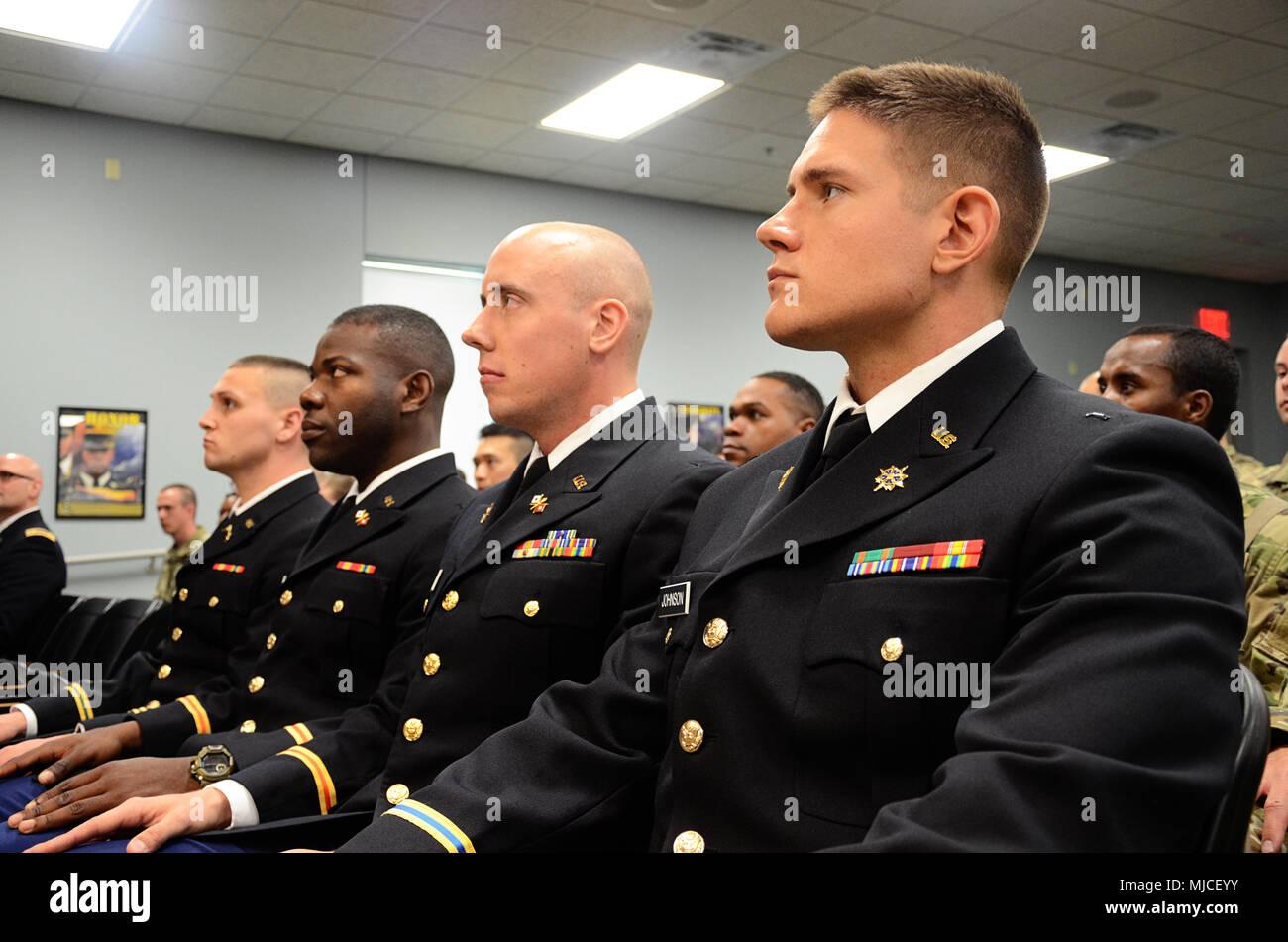 cuatro nuevos oficiales a la espera de su puesta en marcha durante