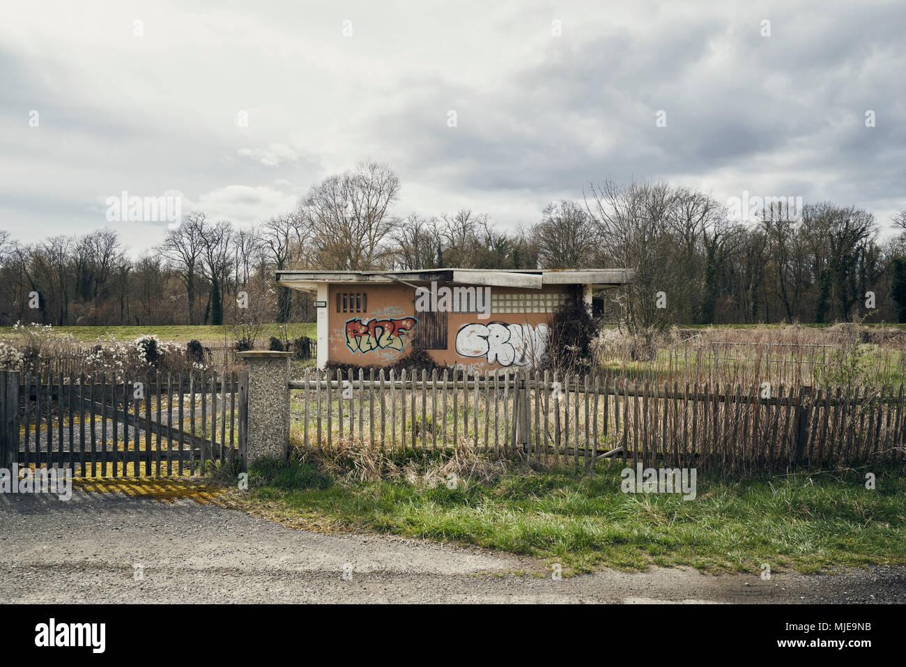 Graffiti On Fence Imágenes De Stock & Graffiti On Fence Fotos De ...