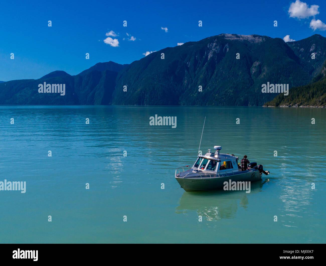 """El 'Ambient Light"""" barco de la isla de Vancouver recorridos fotográficos en el Knight Inlet, British Columbia, Canadá. Imagen De Stock"""