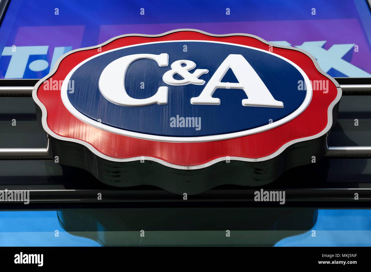El Logotipo De La Cadena De Tiendas Por Departamento Textil C A En Una Sucursal En Hamburgo Logo Der Textilkaufhauskette C A Un Einer Filiale En Hamburgo Fotografia De Stock Alamy