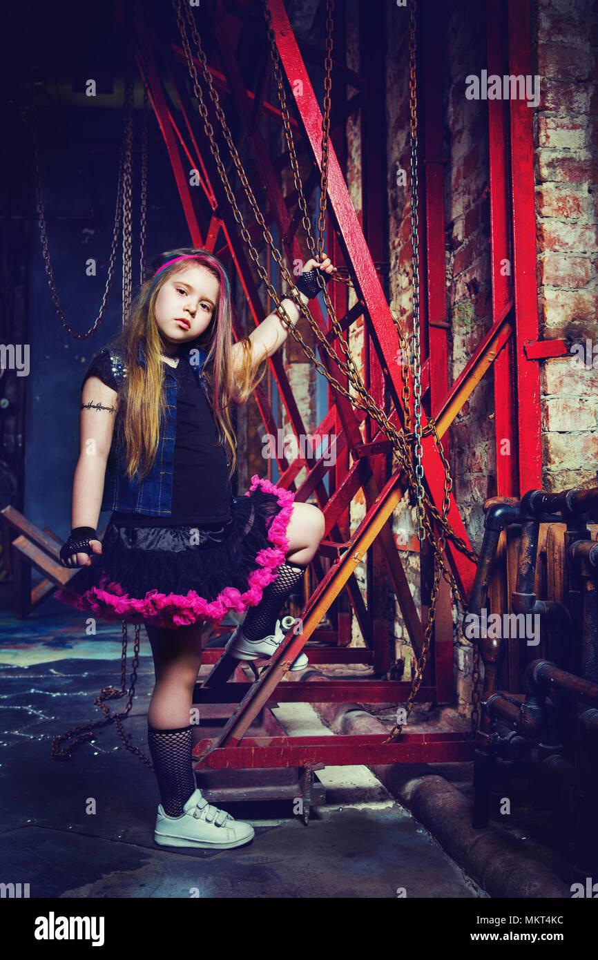 Hermosa niña en el estilo steampunk photoshoot en el studio Imagen De Stock