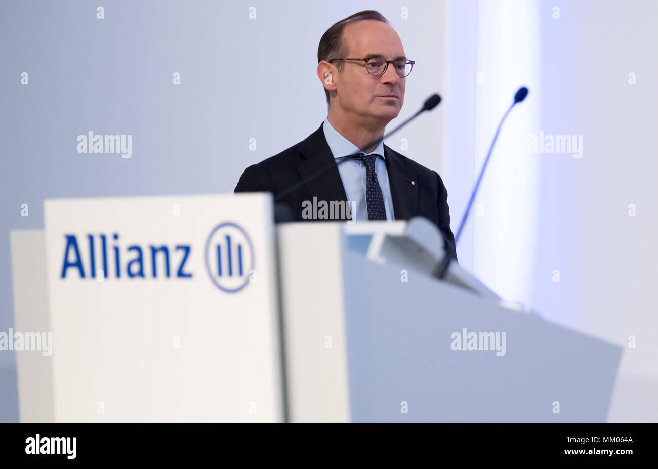 09 de mayo de 2018, en Alemania, en Munich: CEO de la compañía de seguros Allianz SE, Oliver Baete, subirse al escenario antes del comienzo de la reunión general anual de la compañía de seguros Allianz. Foto: Sven Hoppe/dpa Foto de stock