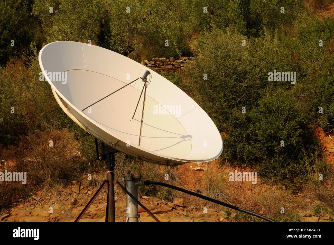 Antena parabólica grande Foto de stock