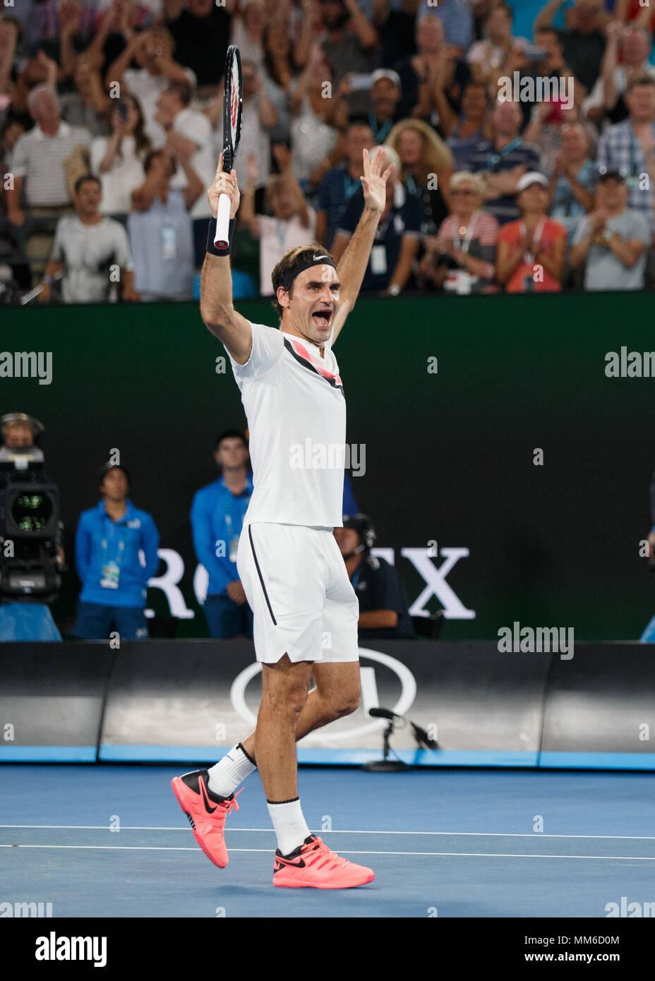 El tenista suizo Roger Federer celebra durante los hombres solteros match en el Abierto de Australia 2018, Torneo de Tenis de Melbourne Park, Melbourne, Víctor Foto de stock