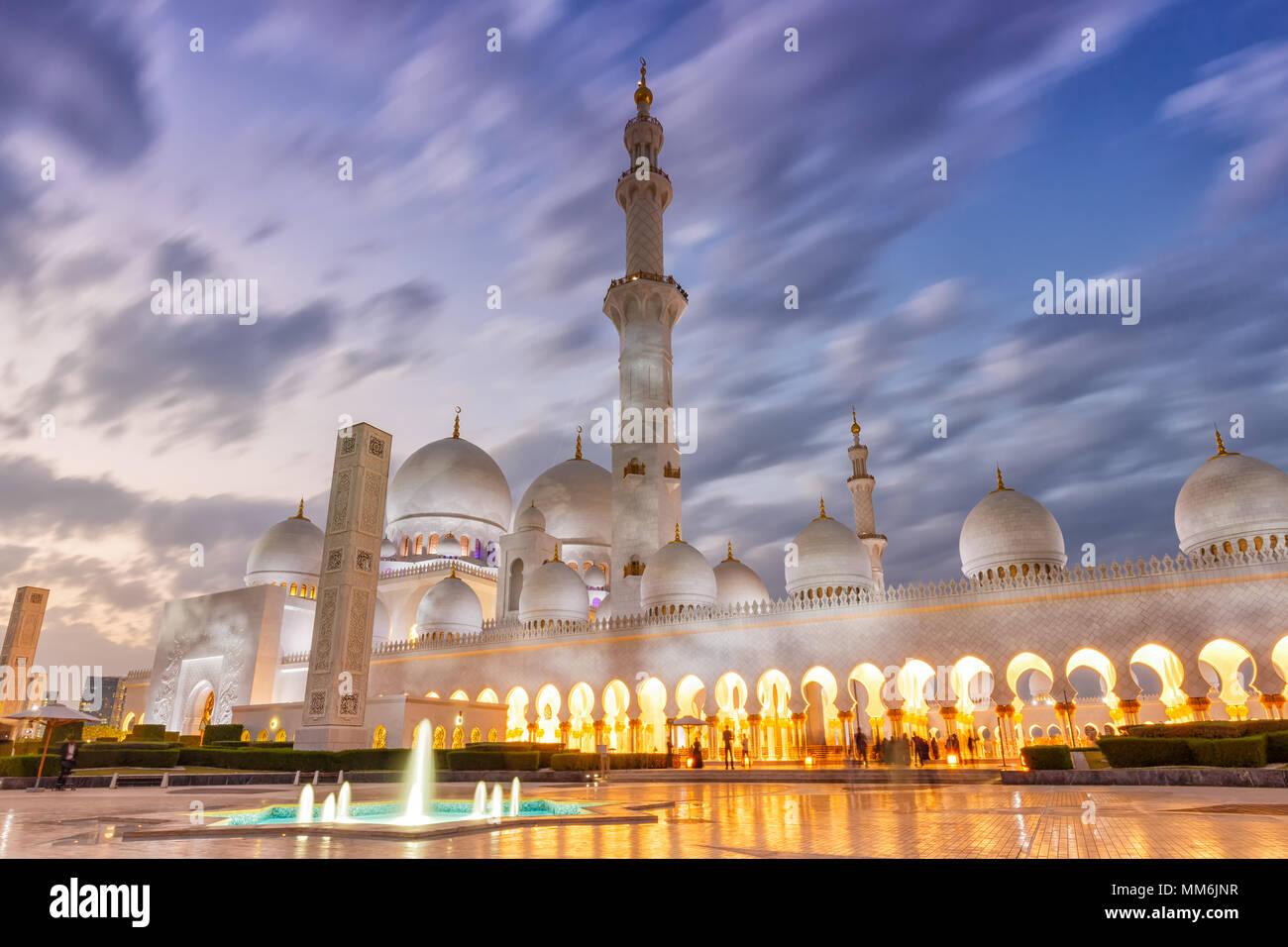 Abu Dhabi Mezquita Sheikh Zayed twilight minarete Emiratos Arabes Unidos UAE Imagen De Stock
