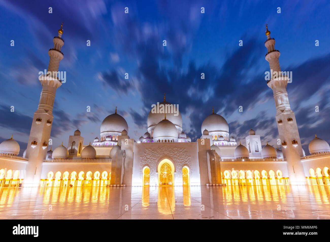 Abu Dhabi Gran Mezquita de Sheikh Zayed twilight minaretes Emiratos Arabes Unidos UAE Imagen De Stock