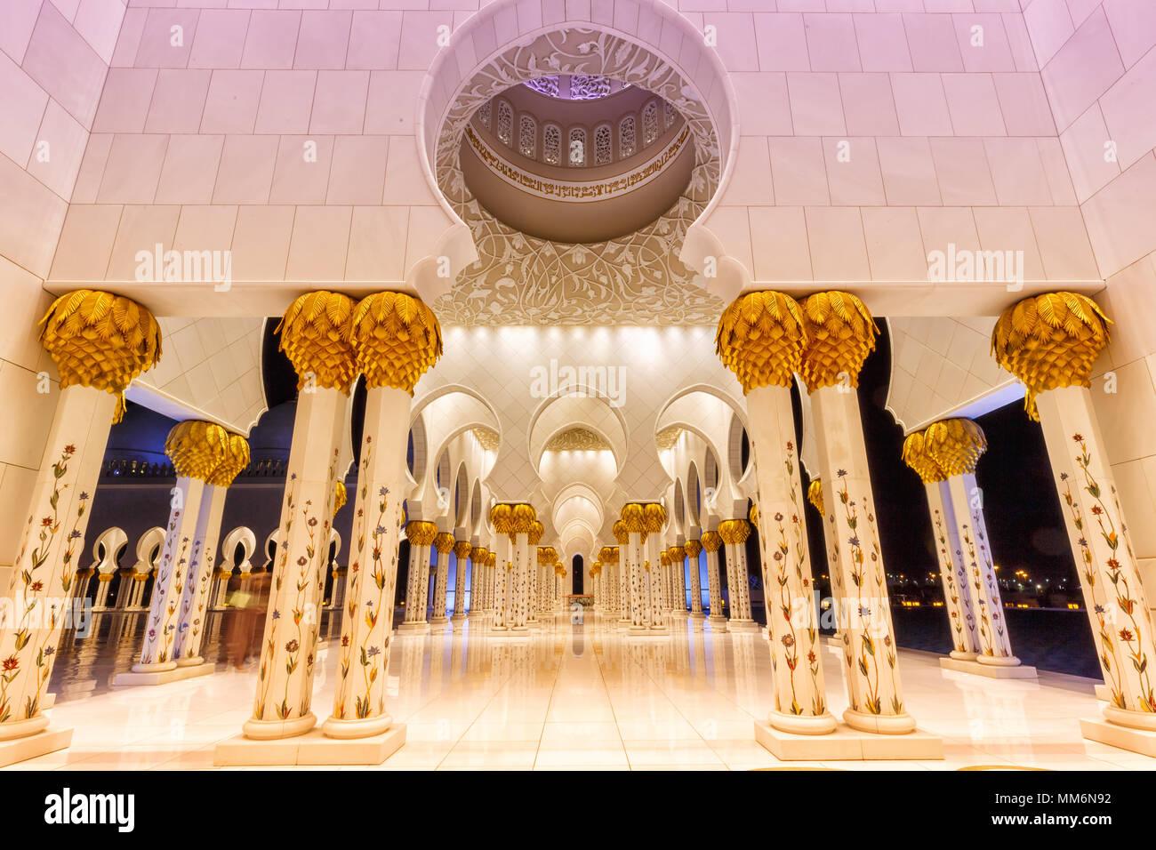 Gran Mezquita de Sheikh Zayed en Abu Dhabi, Emiratos Arabes Unidos UAE columnas Imagen De Stock