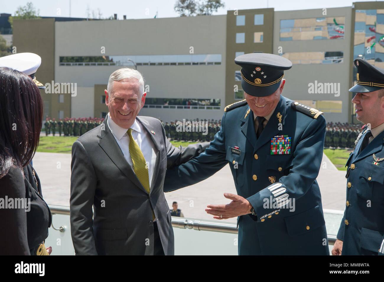 El Secretario De Defensa Jim Mattis Stands Con El General Salvador Cienfuegos Zepeda Secretaria De La