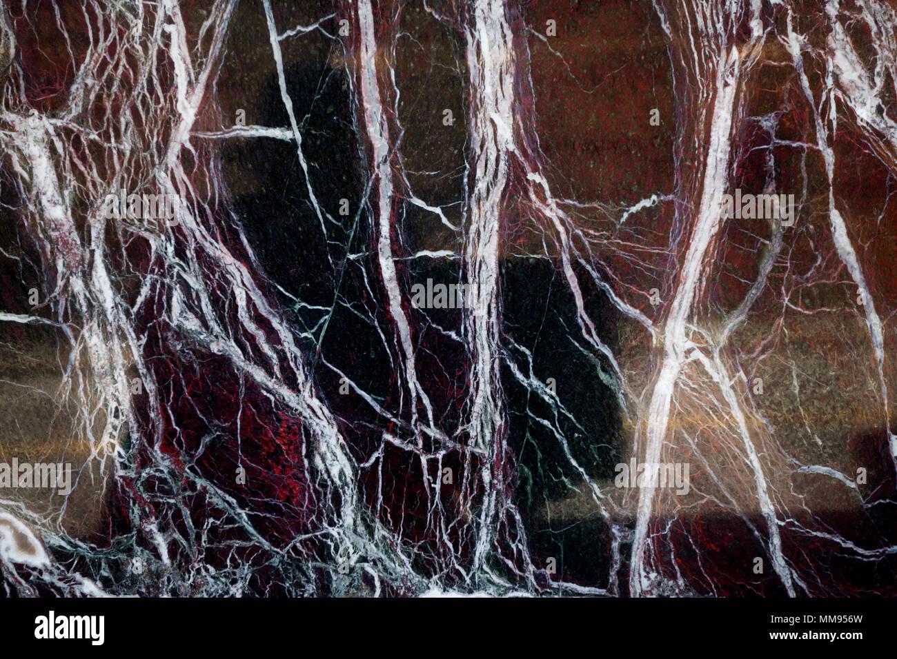 Acercamiento de las venas en una pared de mármol o granito hacer un patrón interesante Foto de stock