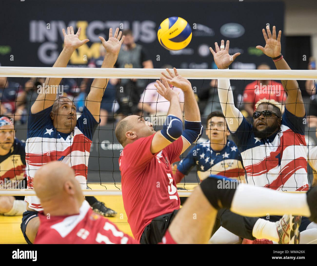 El Compiten Voleibol Centro Atletismo Sentados Atletas En De ZuXPki