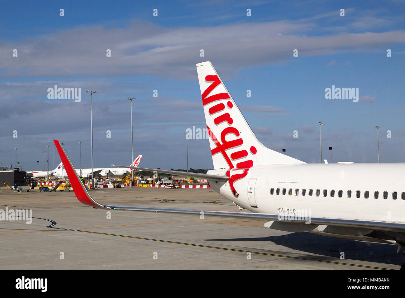 Melbourne, Australia: Marzo 26, 2018: Australia Virgen aeroplano en la pista de aterrizaje en el aeropuerto Tullamarine de Melbourne. Imagen De Stock