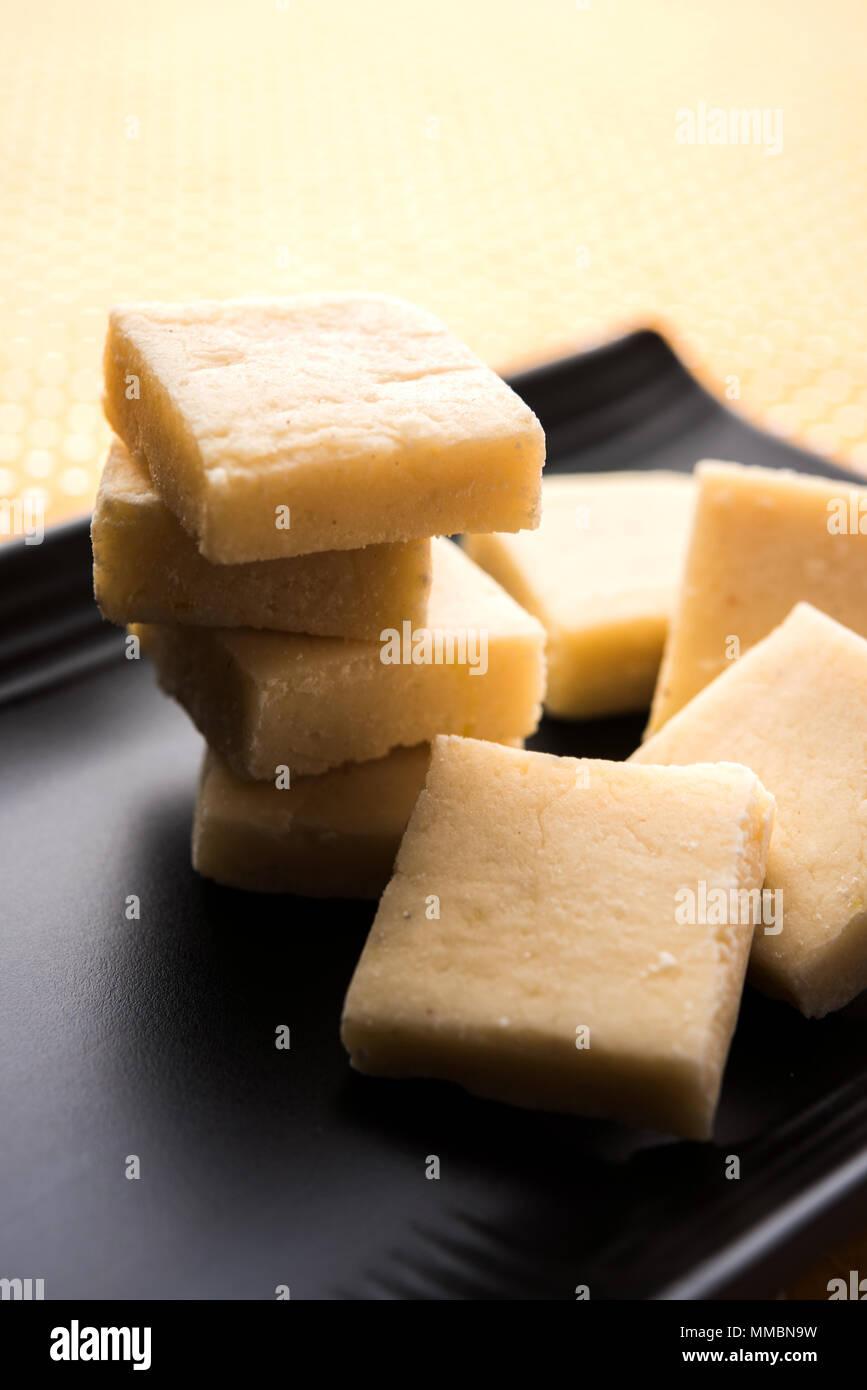 Shrikhand Vadi o Bar o pastel es un popular Maharashtrian alimentos dulces Imagen De Stock
