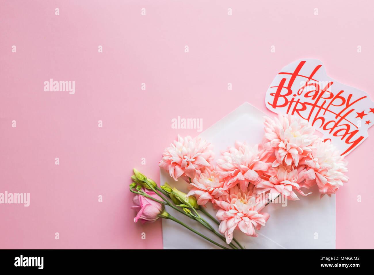 Sobre Blanco Con Un Arreglo Floral De Primavera Sentar