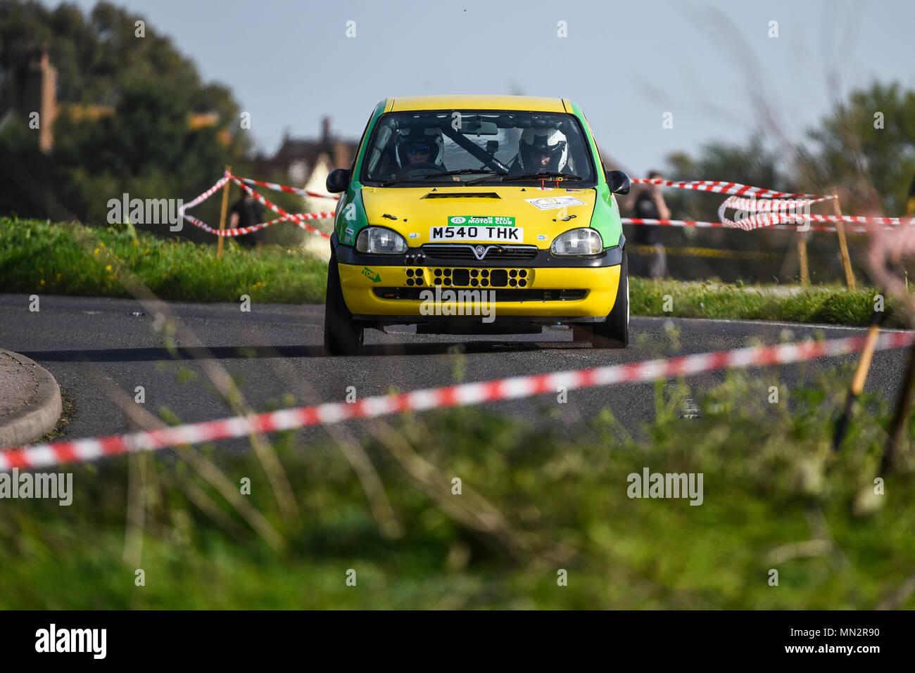 Mark Blackmore conductor Matt Blackmore copiloto racing Vauxhall Corsa en el camino público cerrado Corbeau asientos Car Rally Tendring y Clacton, Essex, Reino Unido Imagen De Stock
