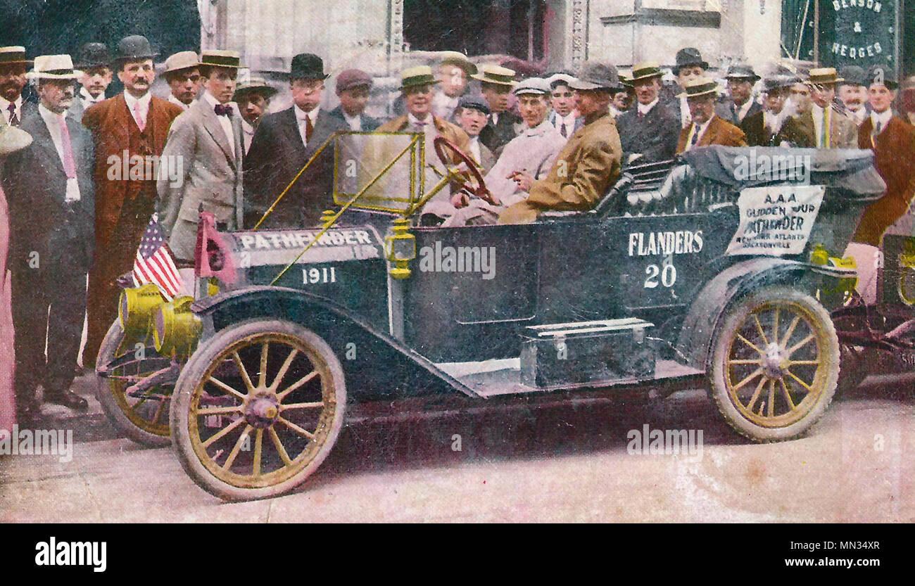 El '20' de Flandes Glidden Pathfinder delante de la Sede de la American Automobile Association, la Quinta Avenida de Nueva York, a punto de comenzar en su viaje a Jacksonville, Florida Imagen De Stock