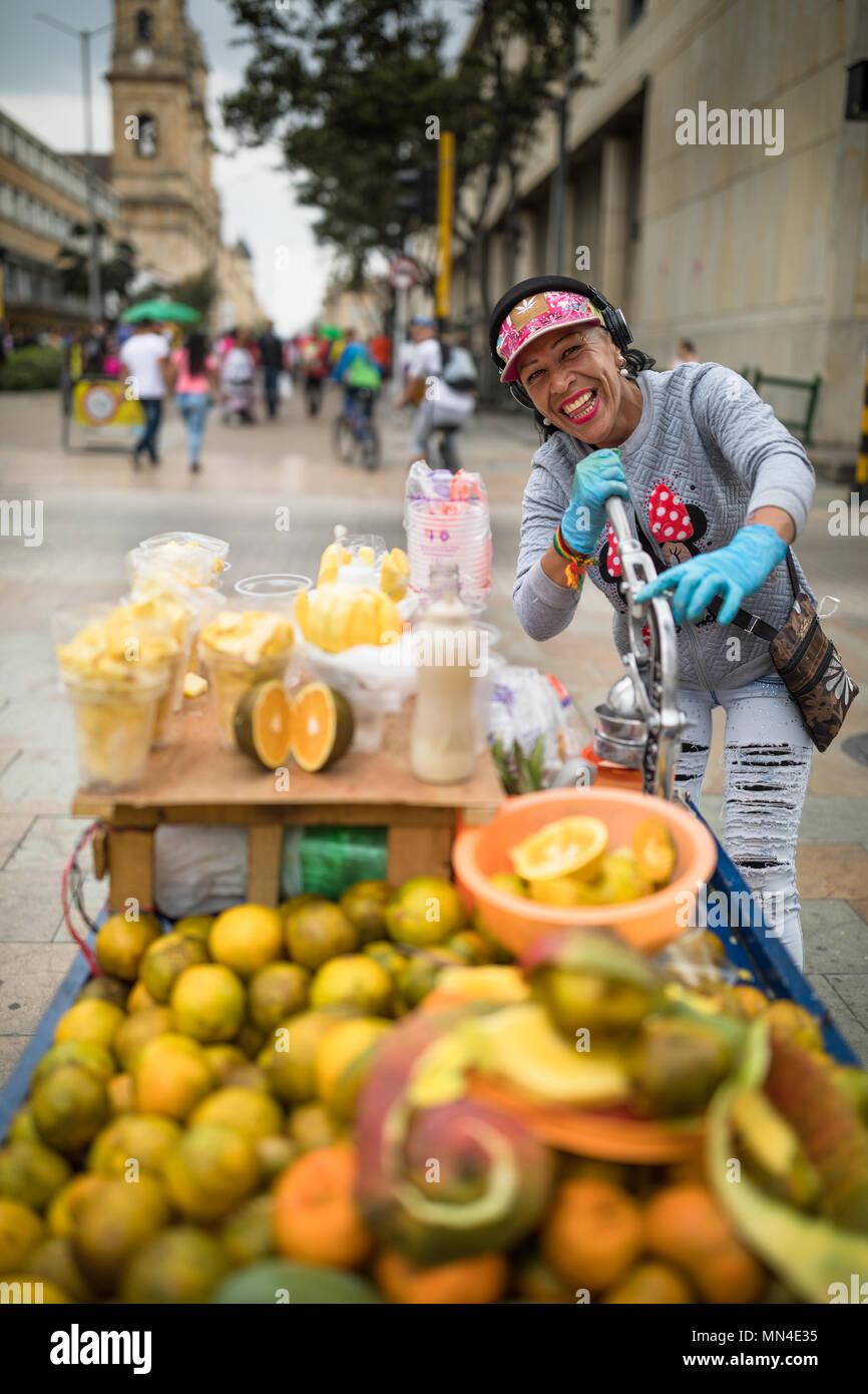 Para la venta de fruta en la Plaza de Bolívar, Bogotá, Colombia Imagen De Stock