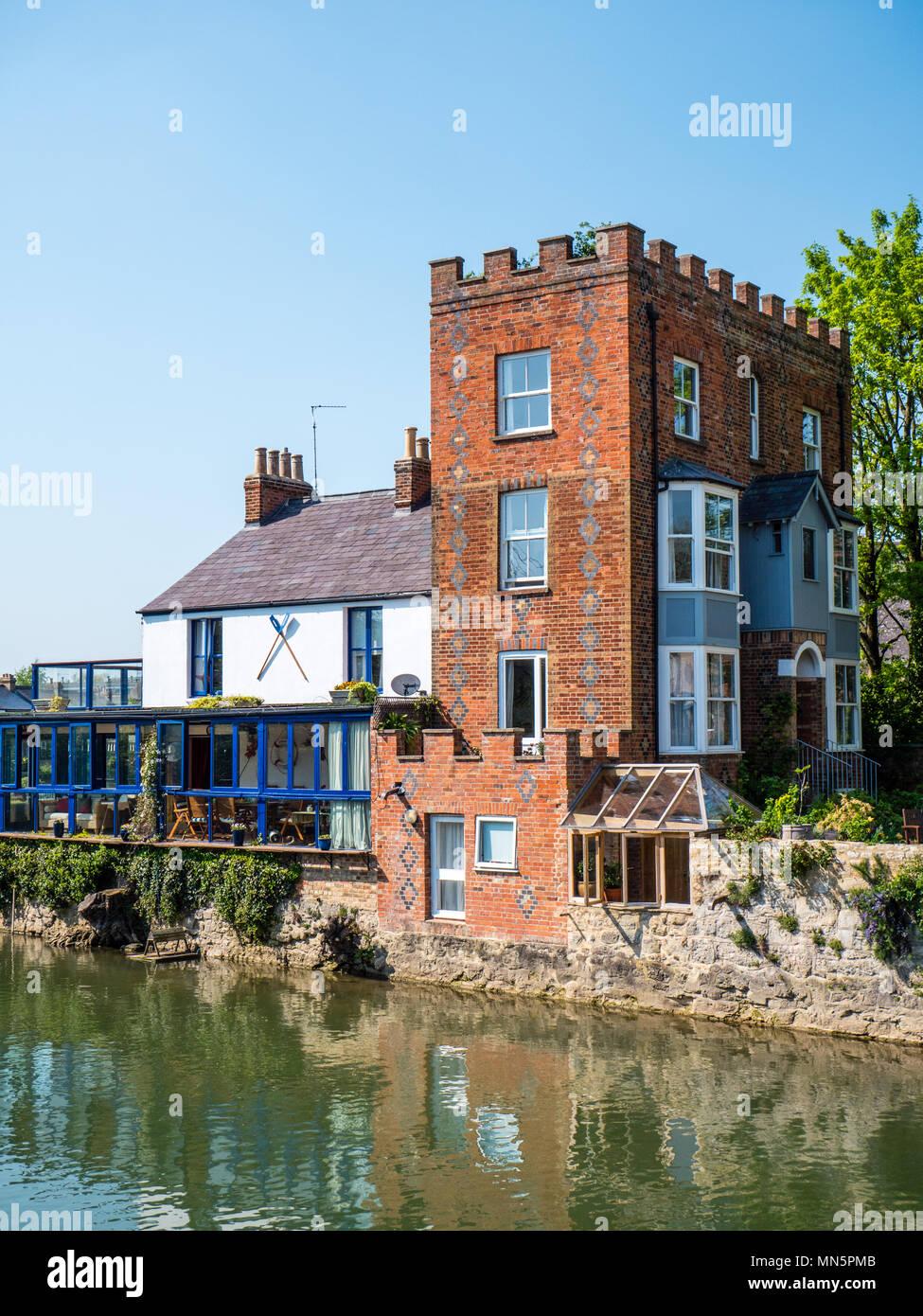 Casas sobre el río Támesis nr locura Bridge, Oxford, Oxford, Inglaterra, Reino Unido, GB. Foto de stock