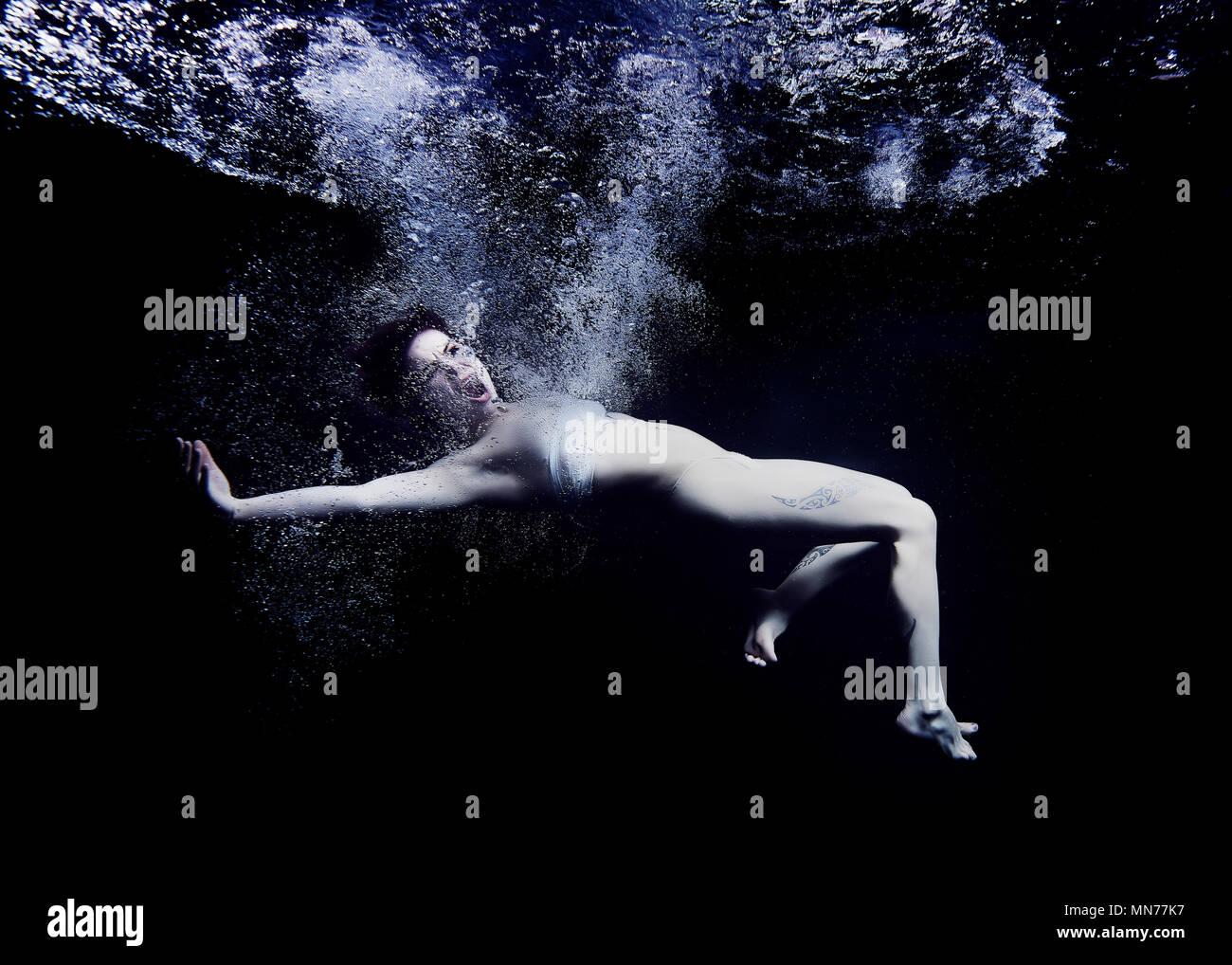 Sumergido en un mar de depresión Imagen De Stock