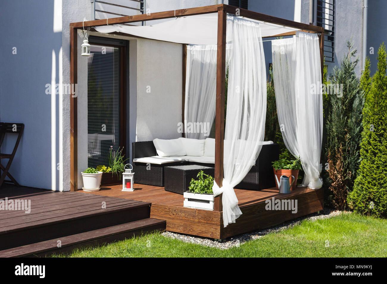 Chillout Lounge En La Terraza De Madera Foto Imagen De