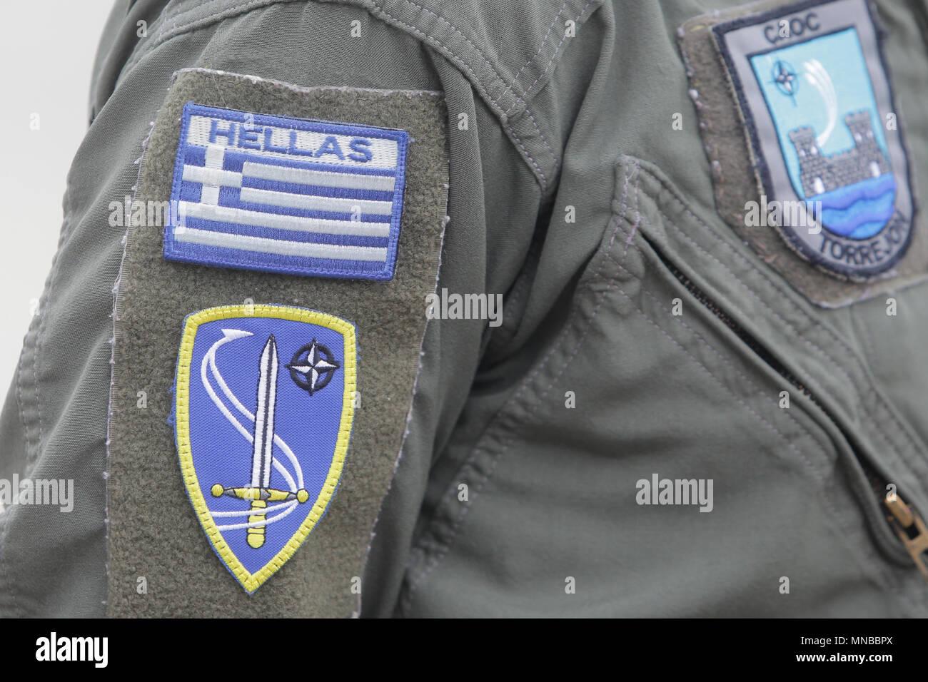 Símbolo de la fuerza aérea griega en un uniforme de soldado Imagen De Stock