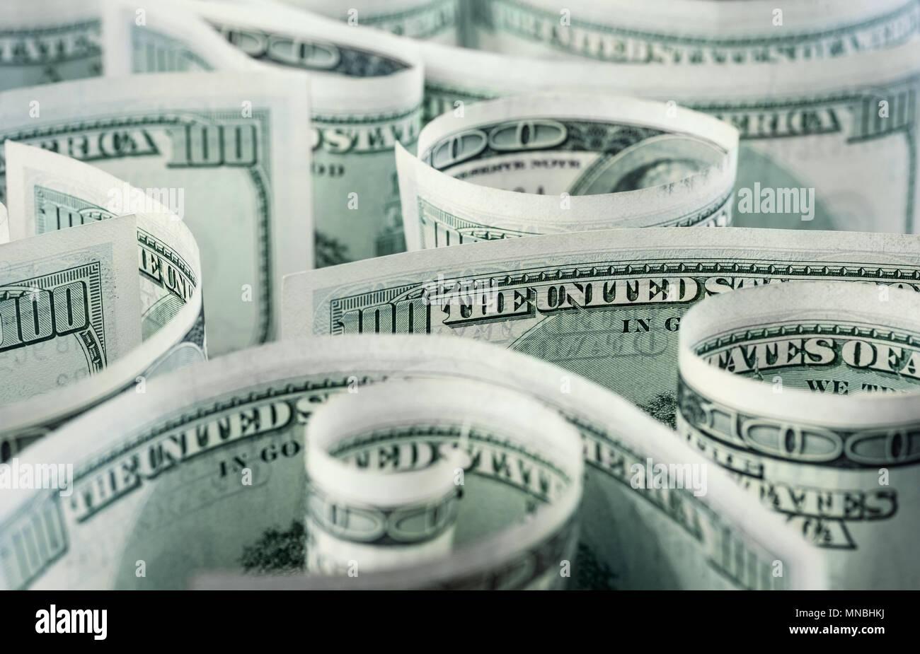 Billetes de dólar americano, laminados, curvadas en diferentes direcciones. Fondo de dinero. Foto de stock